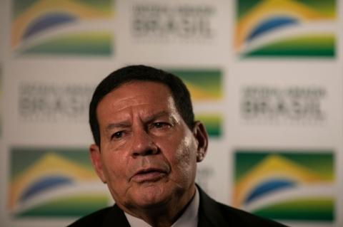 Mourão defende isolamento social e diz que presidente se expressou mal