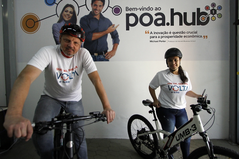 Os sócios fundadores da Volta E-Bike Farlei Fischer e Marilin Moura Parode no POA.hub
