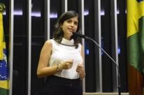 Tabata e mais sete deputados são suspensos pelo PDT por votar na reforma