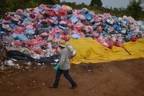 Adiar fechamento de lixões é desserviço, diz ministro do Meio Ambiente