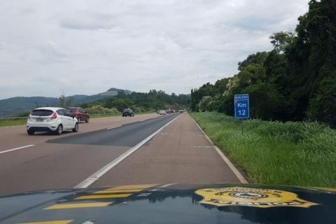 Estradas têm fluxo intenso e uso do acostamento é liberado na freeway para volta do Litoral