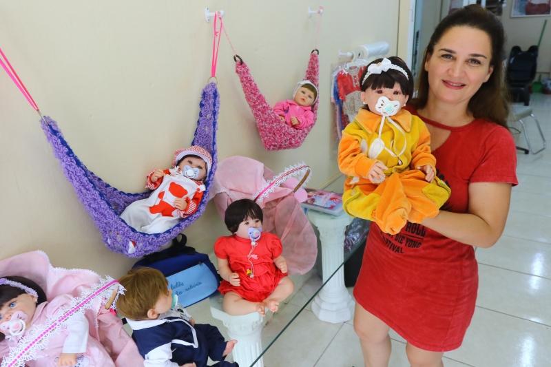 Alessandra Tavares, empreendedora que faz bonecas reborn