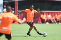 Guerrero treina entre os titulares e fará estreia pelo Inter contra o Caxias