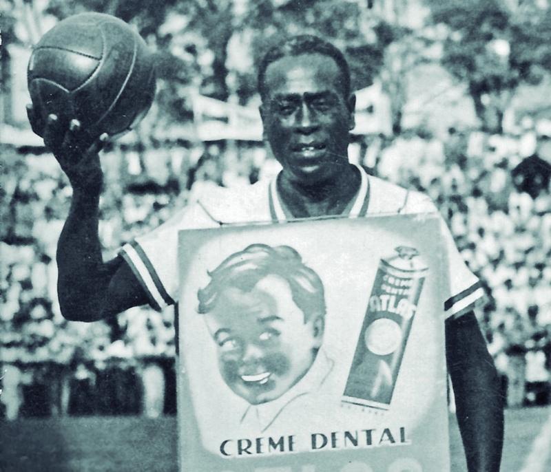 2126fa0c6c Cândido José dos Santos é Bataclan, propagandista de rua que marcou época  na Capital