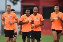Odair realiza treino com time do Internacional para partida contra o Aimoré