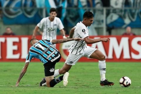 Sob vaias, Grêmio perde em casa para o Libertad