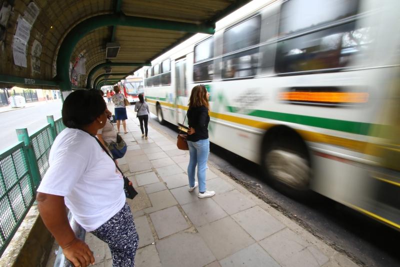 Serviços de transporte foi um dos segmentos que registrou queda frente ao mesmo mês do ano passado