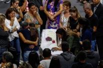 Shows em dia que marca primeiro mês do massacre de Suzano revoltam pais
