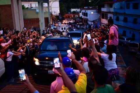 Venezuela anuncia restabelecimento total do serviço elétrico