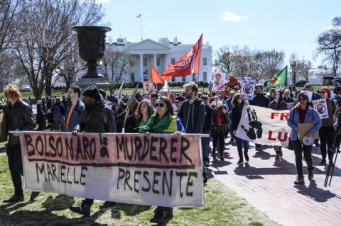 Bolsonaro chega aos EUA em meio a protestos em Washington