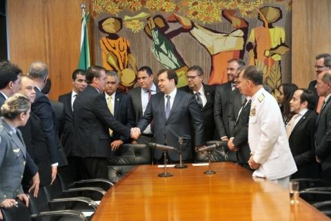 Bolsonaro entrega projeto de reforma da previdência dos militares no Congresso