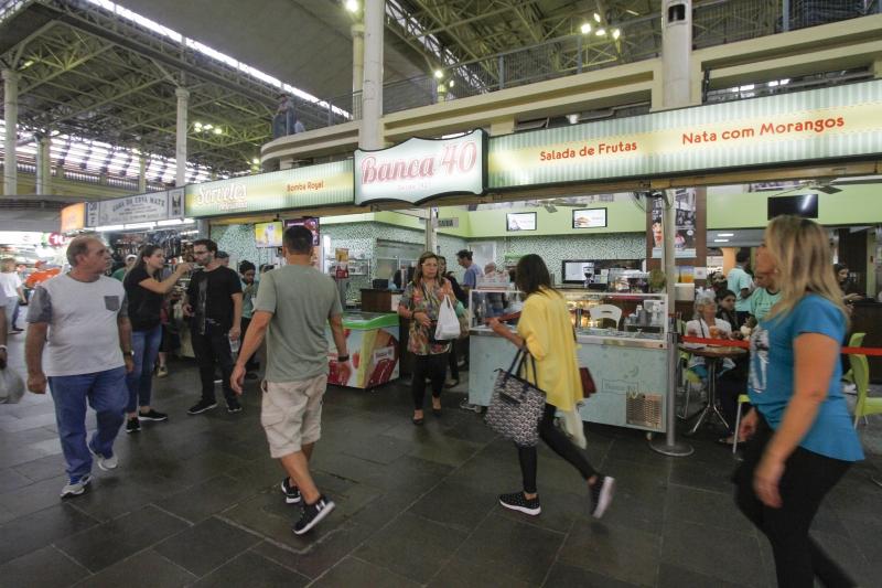 A Banca 40 é um clássico do Mercado Público. Um de seus mais famosos personagens é a Bomba Royal: salada de frutas com nata e sorvete