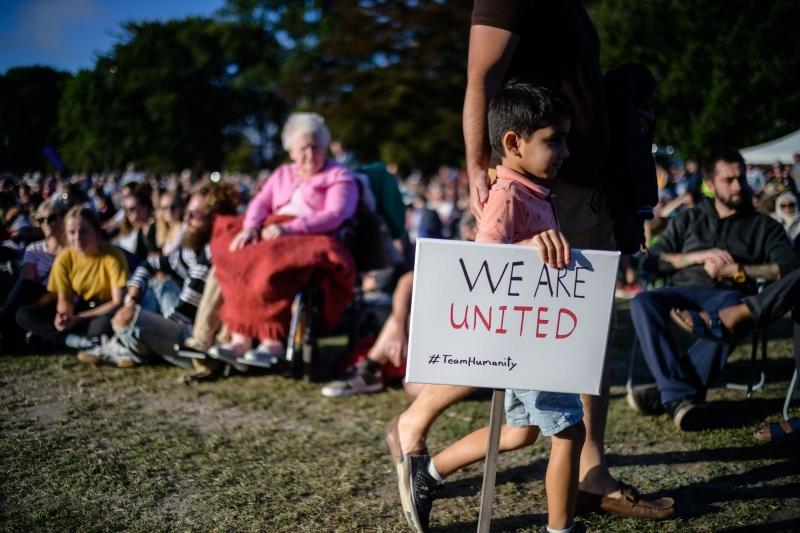 Ontem, ao menos 15 mil pessoas tomaram as ruas do país contra o racismo