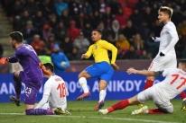 Gabriel Jesus desencanta e Brasil vence República Checa de virada