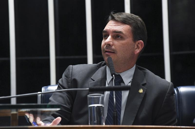 Flávio é investigado sob a suspeita de recolher parte do salário de seus empregados da Alerj