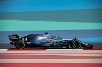 Hamilton exalta força da Ferrari e vê ritmo 'completamente diferente' de rivais