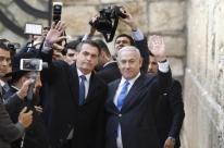 Ao lado de Netanyahu, Bolsonaro visita o Muro das Lamentações