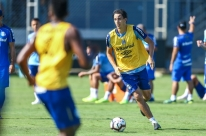 Geromel treina pelo 2º dia seguido e é confirmado em viagem do Grêmio ao Chile