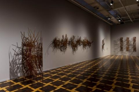 Magna Sperb lança catálogo da exposição 'Pele e sombra' no Margs