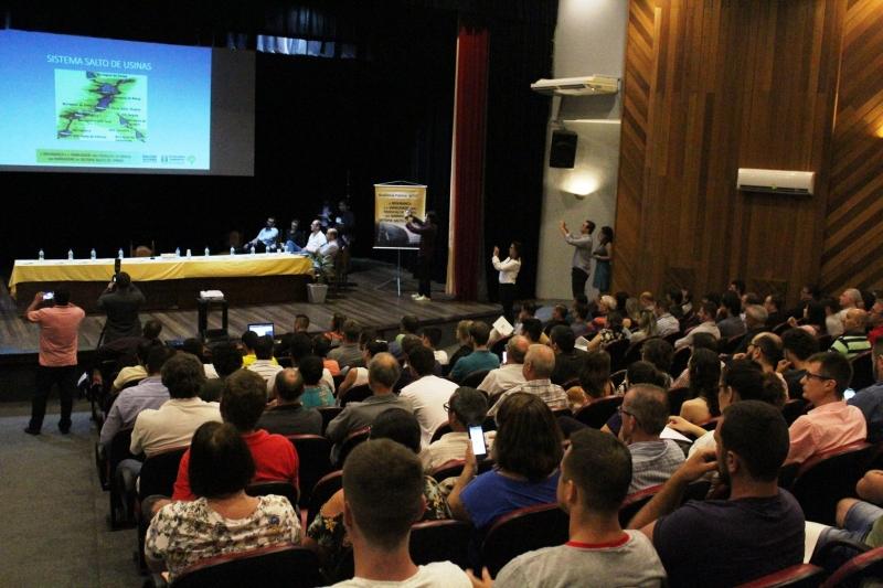 Público debateu sobre áreas abandonadas e possível construção de novas locais para produção energética