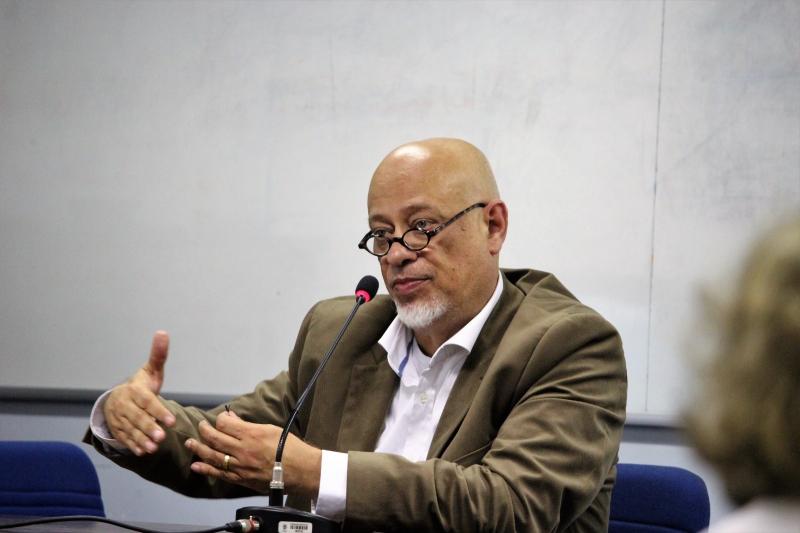 Filósofo acredita que falhas de diálogo e gestão do governo pode inviabilizá-lo até o ponto de cair