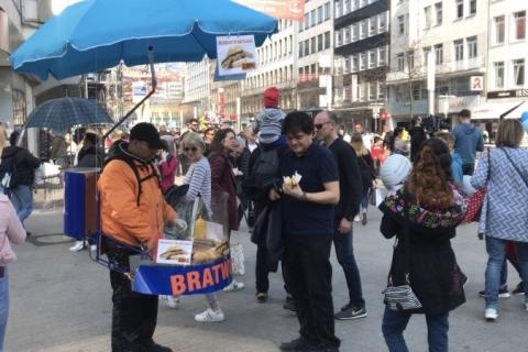 'Homem hot dog' chama a atenção em Hannover