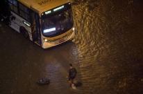 Temporal no Rio deixa ao menos três mortos; cidade entra em estágio de crise