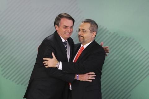 Bolsonaro cita objetivo de desestimular interesse por política nas escolas