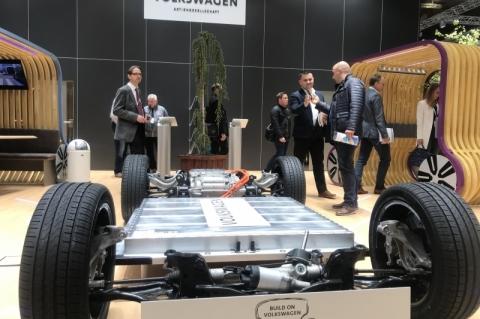 Volkswagen expõe chassi de novo carro elétrico em Feira de Hannover
