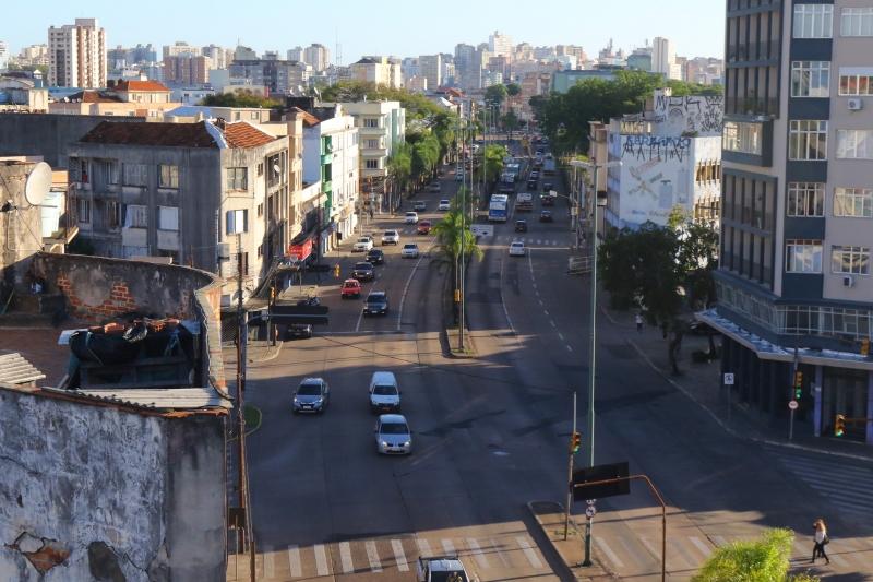 Criada em 1940 como uma grande via, Avenida Farrapos sofre com o abandono