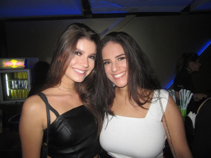 Gabriela Andrades e Ariana Rocha curtiram  o show de Kevinho na festa Atrito na WA