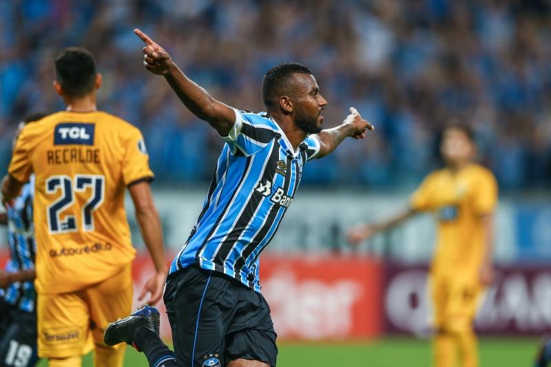 Leonardo Gomes marcou duas vezes no triunfo tricolor