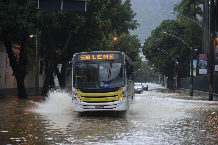 Mudanças no plano de ação foram anunciadas diante da previsão de chuva moderada a forte