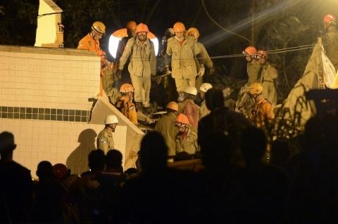 Sobe para sete mortos em desabamento no Rio; há 17 desaparecidos