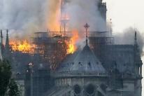 Incêndio em Notre-Dame está extinto, mas estado de vitrais e de órgão preocupa