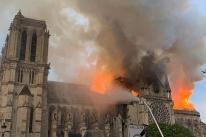 Chumbo no ar trava obras de reconstrução na catedral de Notre-Dame