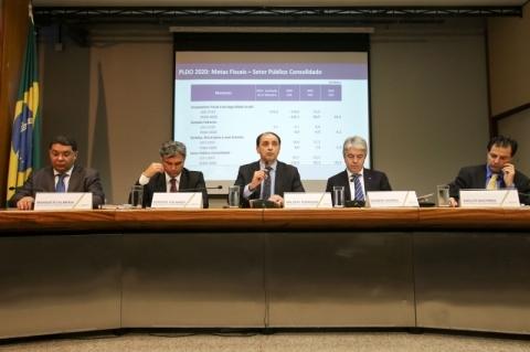 Bolsonaro propõe mínimo sem aumento real