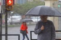 Chuva volta ao Rio Grande do Sul; Marinha alerta para ondas altas no Litoral