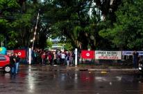 Integrantes do MST protestam na sede do Incra em Porto Alegre