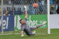 Grenal 420: Grêmio é bicampeão gaúcho após vencer disputa por pênaltis