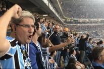 Torcedores do Grêmio sofreram e depois comemoraram o bicampeonato gaúcho