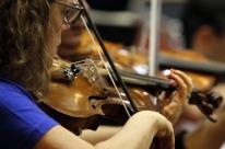 Pesquisa avalia uso de musicoterapia para jovens autistas