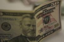 Dólar abre em alta com exterior, mas cai após fala de Campos Neto