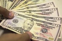 Dólar cai a R$ 3,79 e fecha no menor nível desde 20 de março