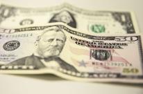 Dólar fecha em leve alta em dia de cautela com tensão no Oriente Médio