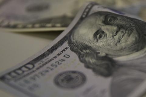 Dólar tem primeira queda semanal ante real após sete semanas de alta