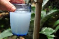 Moradores reclamam de coloração esbranquiçada da água