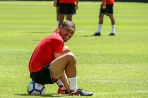 Inter nega acerto com zagueiro do Sport, mas mantém alvo na mira