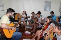 Município trabalha em oficinas musicais e formação de orquestra