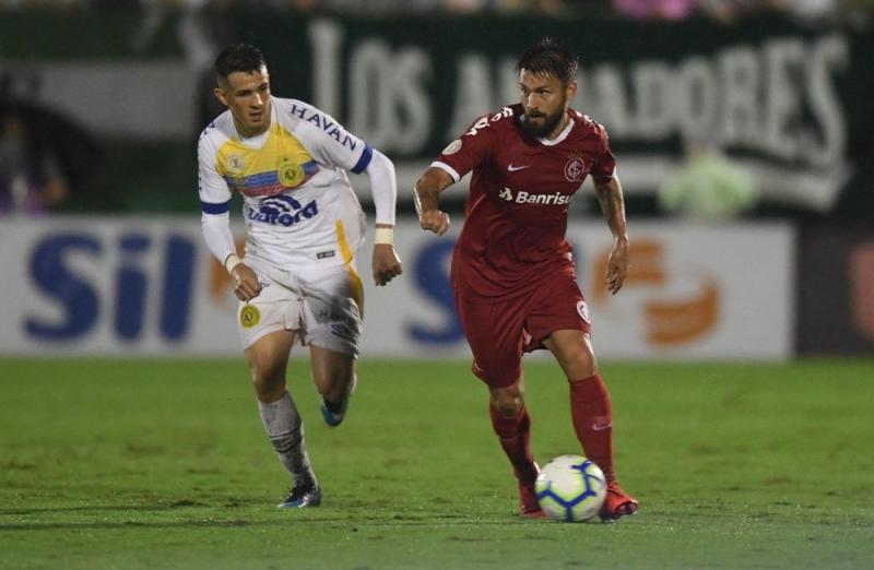 Internacional sofre mais um revés diante da Chapecoense, em Chapecó